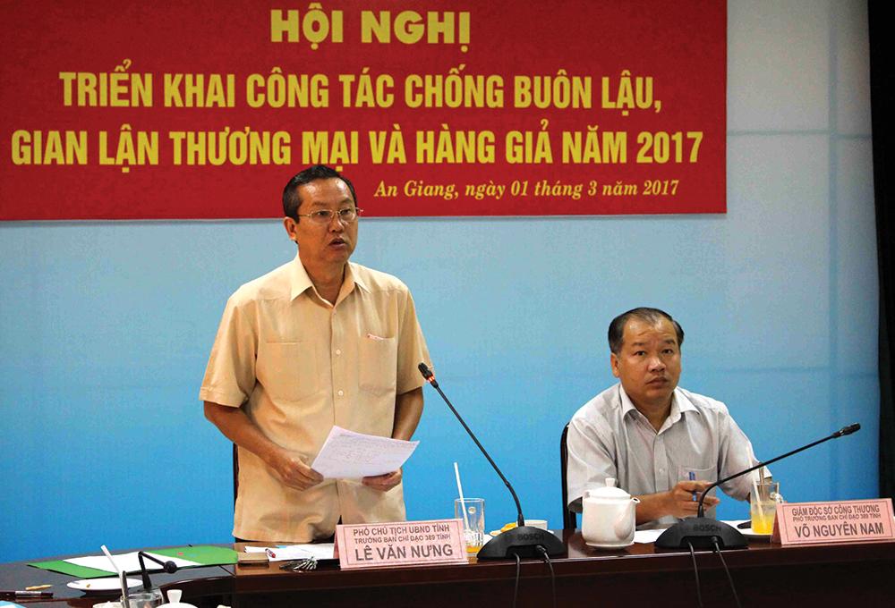 Phó Chủ tịch UBND tỉnh Lê Văn Nưng, Trưởng BCĐ 389 tỉnh phát biểu chỉ đạo Hội nghị triển khai công tác CBL, GLTM & HG năm 2017