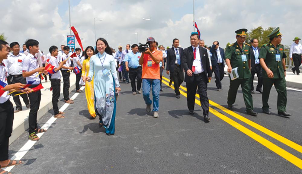 Lãnh đạo tỉnh An Giang dự lễ khánh thành cầu Long Bình - Chrey Thom