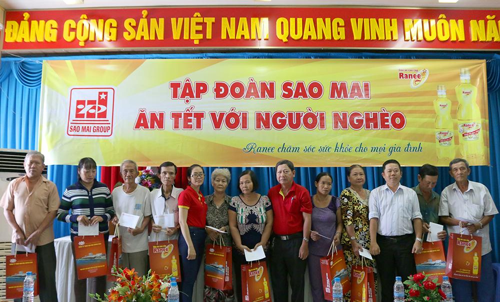 Chương trình Sao Mai ăn Tết với người nghèo tại phường Mỹ Long (TP. Long Xuyên)