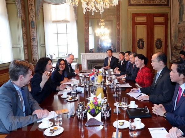 Chủ tịch Hạ viện Hà Lan Khadija Arib hội đàm với Chủ tịch Quốc hội Nguyễn Thị Kim Ngân. (Ảnh: Trọng Đức/TTXVN)