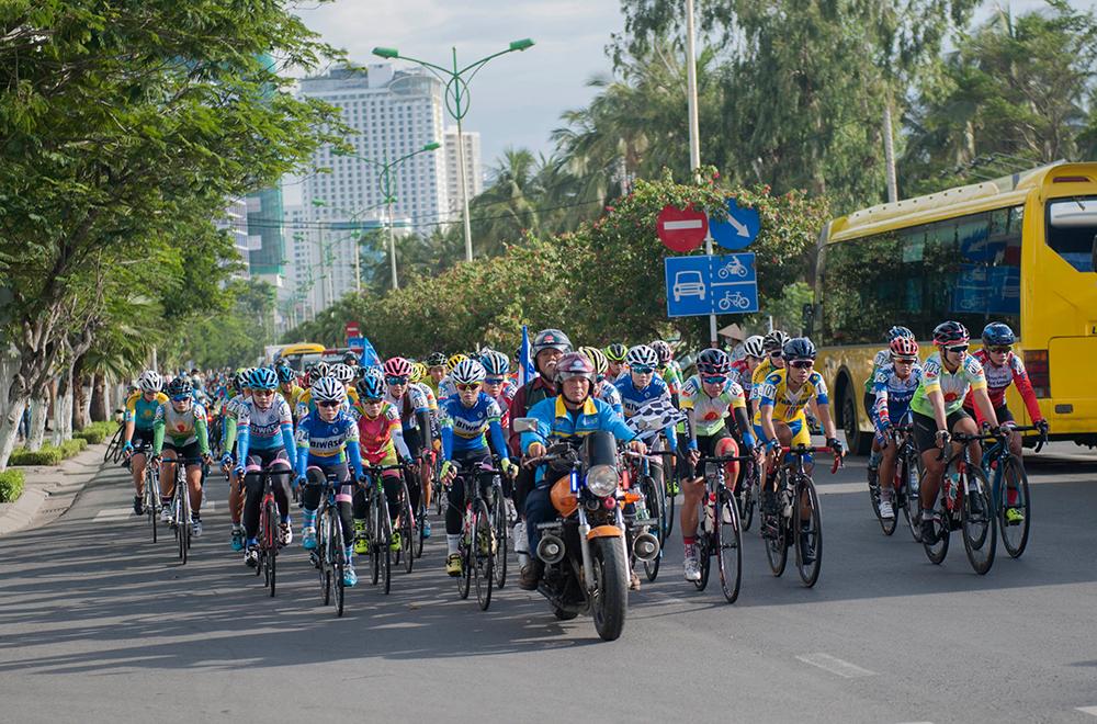 Giải Xe đạp nữ toàn quốc mở rộng tranh Cúp Truyền hình An Giang lần 19 – 2018: Đội Gạo Hạt Ngọc Trời An Giang cũng vươn lên vị trí nhất đồng đội