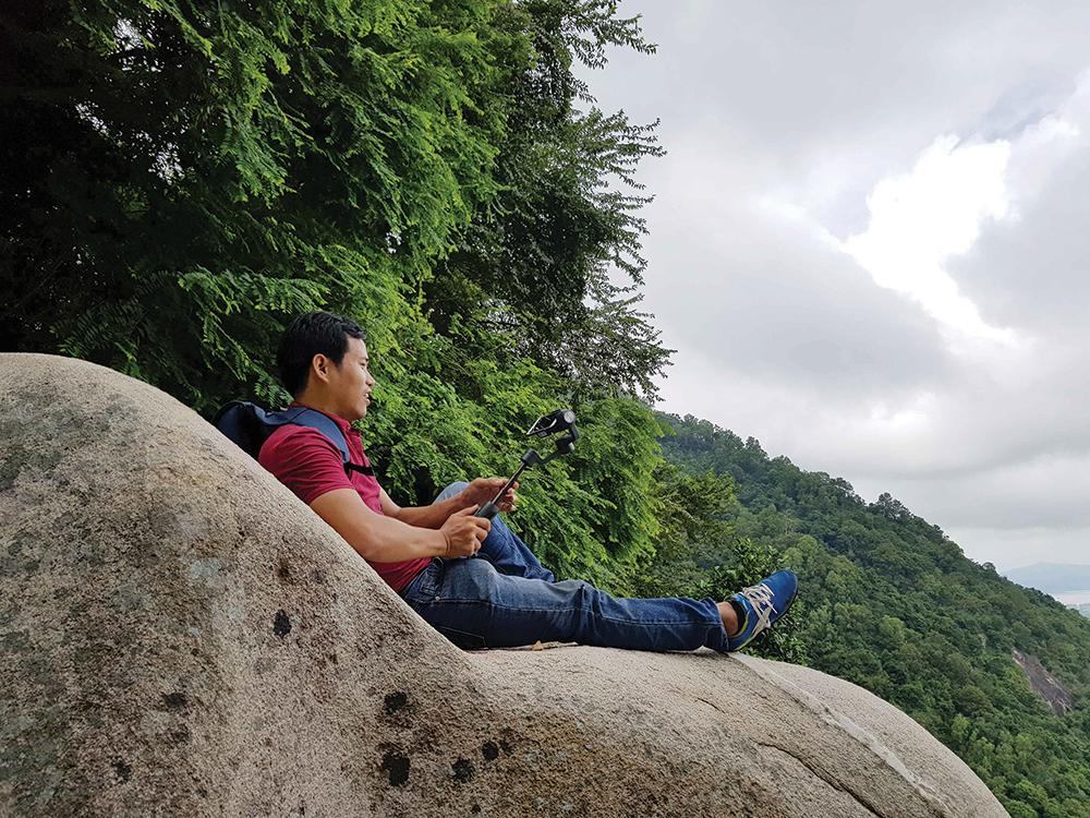 Xuyên rừng khám phá núi Cấm