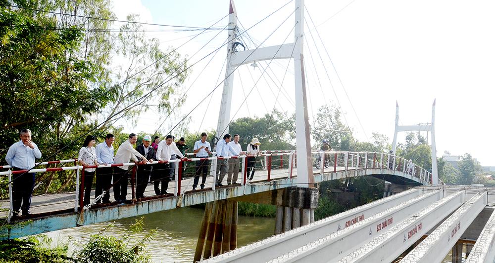 Kiểm tra tiến độ xây dựng cầu nông thôn tại huyện An Phú