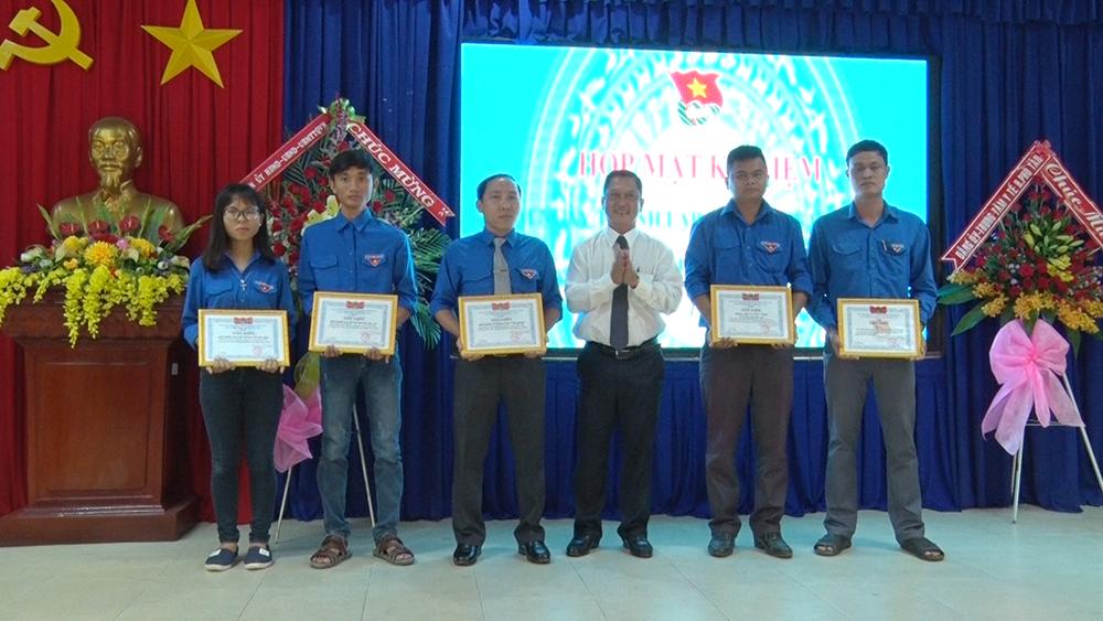 Huyện đoàn Phú Tân tuyên dương 3 tập thể và 5 nhân cá nhân tiêu biểu học tập, làm theo Bác