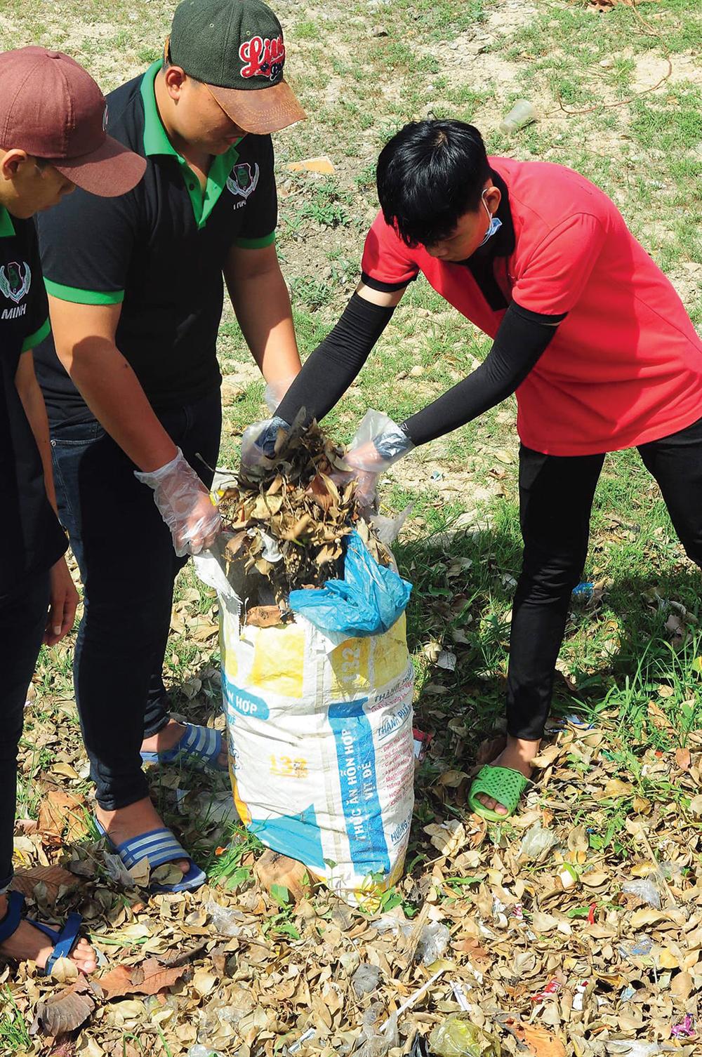Cùng nhặt rác bảo vệ môi trường