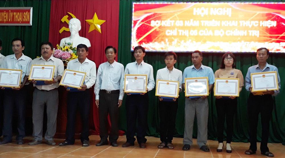Thoại Sơn tuyên dương 41 tập thể, 23 cá nhân học tập và làm theo tư tưởng, đạo đức, phong cách Hồ Chí Minh