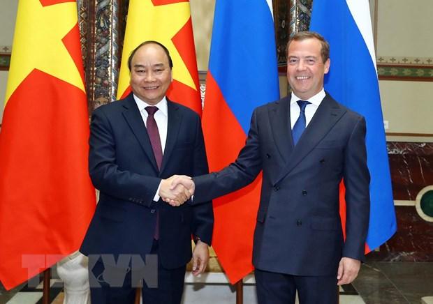 Thủ tướng Liên bang Nga Dmitri Medvedev đón Thủ tướng Nguyễn Xuân Phúc. (Ảnh: Thống Nhất/TTXVN)