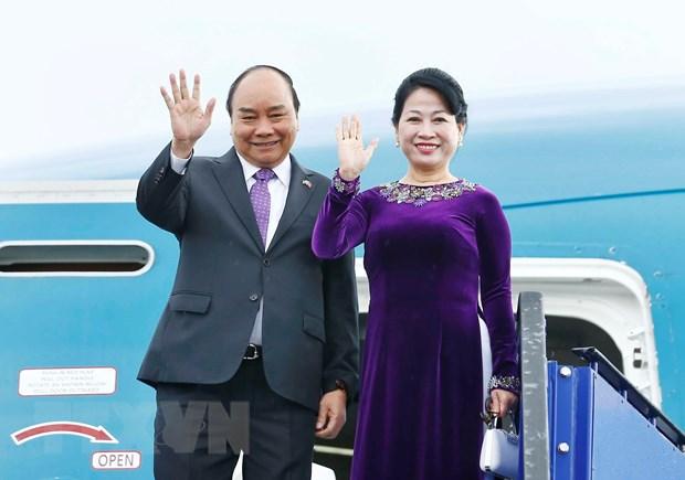 Thủ tướng Nguyễn Xuân Phúc và Phu nhân vẫy chào các đại biểu ra tiễn tại sân bay quốc tế Stockholm Arlanda. (Ảnh: Thống Nhất/TTXVN)