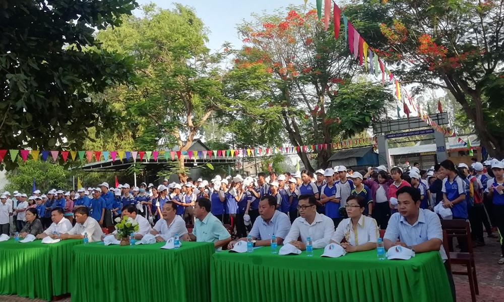 Phú Tân mít- tinh hưởng ứng ngày môi trường thế giới
