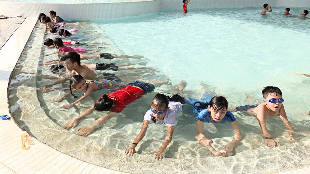 Tăng cường công tác phổ cập bơi cho trẻ em trong dịp hè