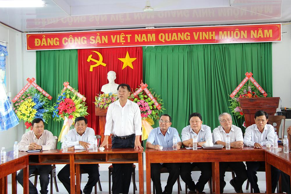 Phó Chủ tịch UBND tỉnh Trần Anh Thư, Chủ nhiệm Ủy ban Kiểm tra Tỉnh ủy Hồ Văn Răng thăm các hộ dân bị thiệt hại lốc xoáy ở An Phú