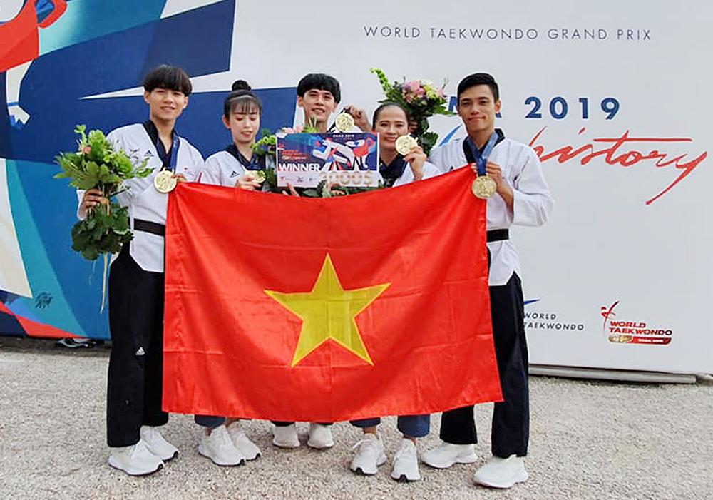 Hứa Văn Huy và đồng đội lần đầu tiên giành huy chương vàng tại giải Grand Prix Taekwondo thế giới 2019