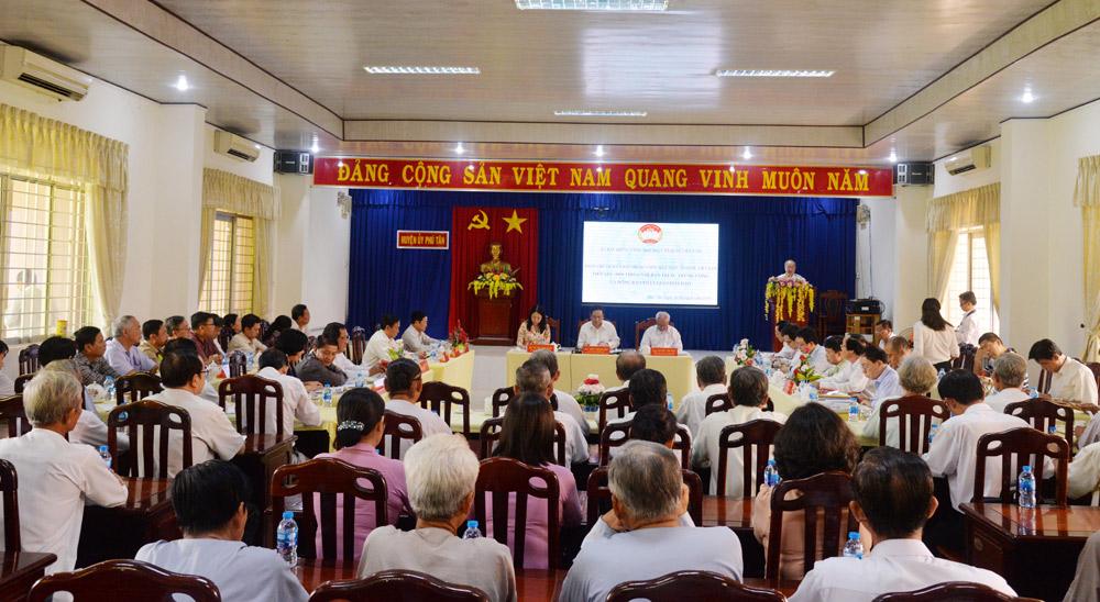 Quang cảnh buổi gặp mặt, tiếp xúc, đối thoại với tín đồ Phật giáo Hòa Hảo