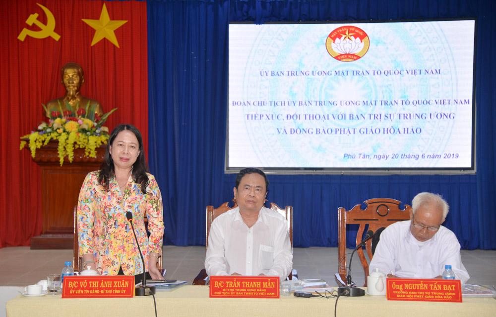 Bí thư Tỉnh ủy Võ Thị Ánh Xuân phát biểu tại buổi gặp mặt, tiếp xúc, đối thoại với các tín đồ Phật giáo Hòa Hảo