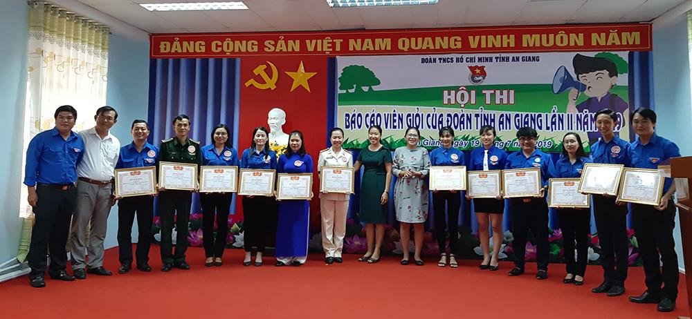 """Thí sinh Trần Thị Trang đạt giải nhất Hội thi """"Báo cáo viên cấp tỉnh của Đoàn"""" năm 2019"""