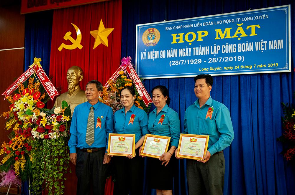 Nhiều hoạt động chào mừng kỷ niệm 90 năm ngày thành lập Công đoàn Việt Nam (28-7-1929- 28-7-2019)