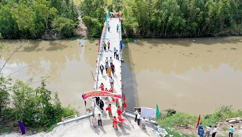 Một nông dân đóng góp 700 triệu đồng xây cầu nông thôn