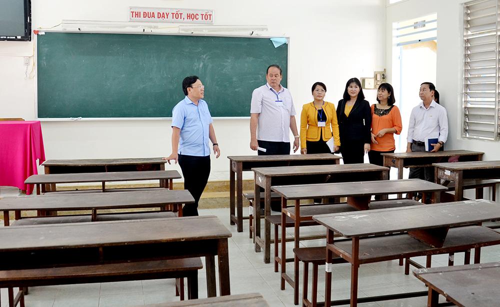 Gỡ khó cho ngành giáo dục năm học mới