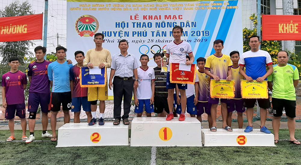 Phú Tân bế mạc hội thao nông dân