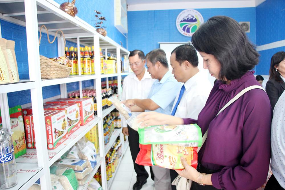 Khai trương cửa hàng đặc sản, nông sản an toàn An Giang