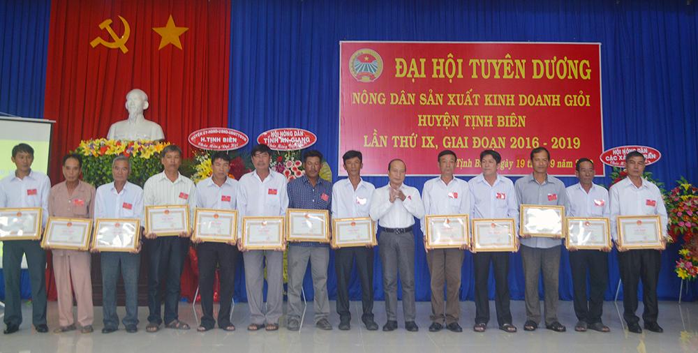 Đại hội Tuyên dương nông dân sản xuất - kinh doanh giỏi huyện Tịnh Biên, giai đoạn 2016-2019