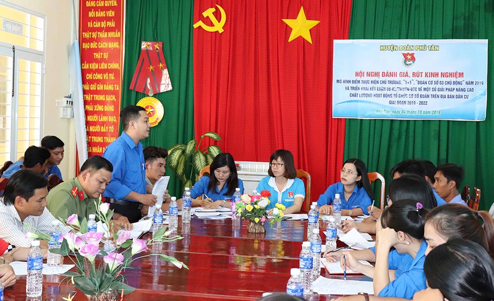 Huyện đoàn Phú Tân đánh giá các mô hình điểm tại xã Phú Bình