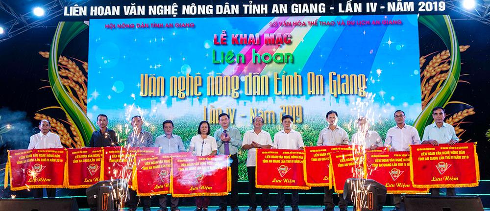 Khai mạc Liên hoan văn nghệ nông dân tỉnh