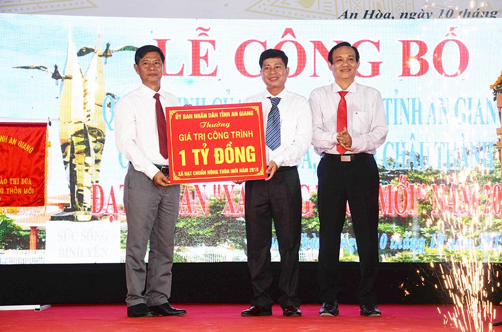 An Hòa đón nhận danh hiệu xã đạt chuẩn nông thôn mới