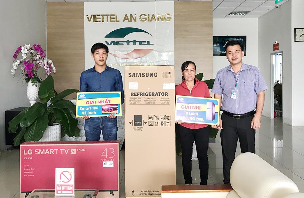 """Trao thưởng Chương trình """"Quay số trúng thưởng khách hàng hoà mạng các dịch vụ Viettel"""""""