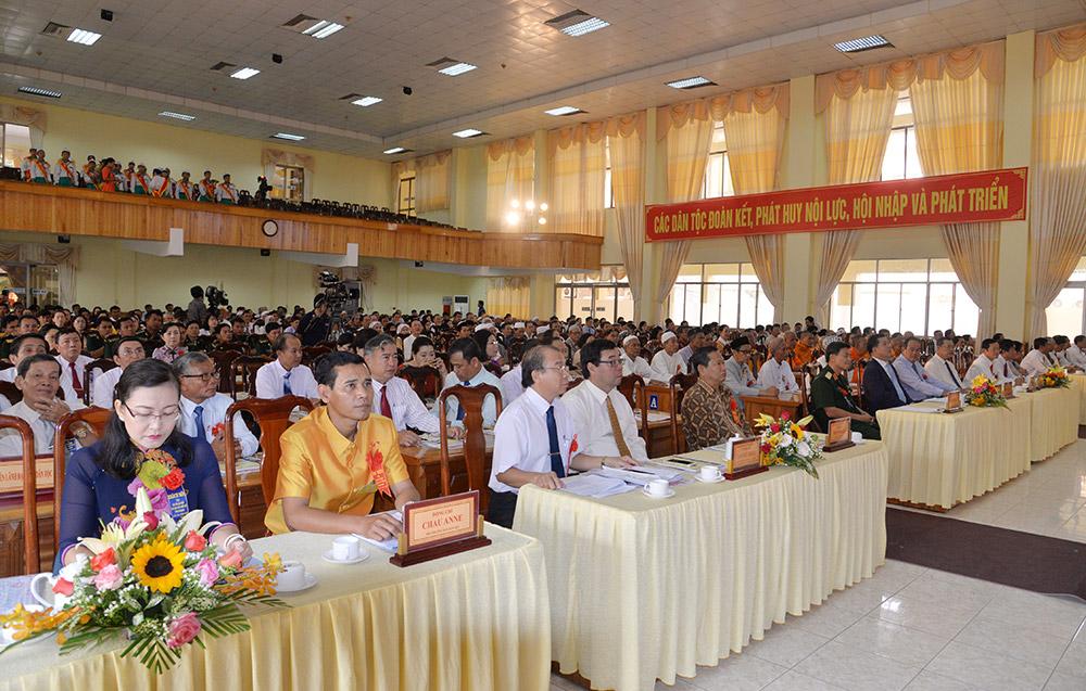 Các đại biểu và khách mời tham dự đại hội