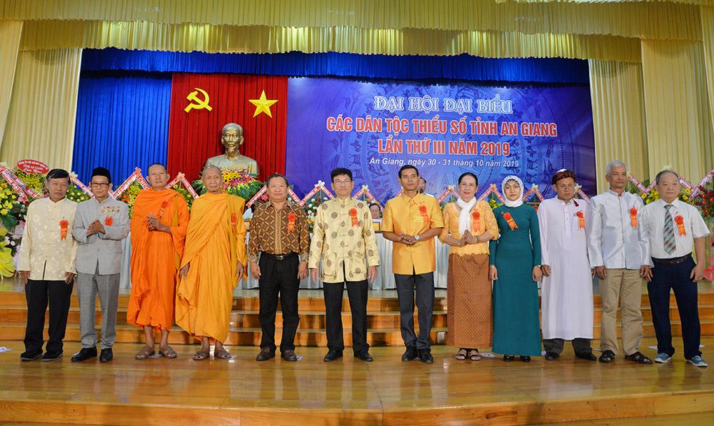 Đoàn đại biểu chính thức và dự khuyết được hiệp thương cử tham dự Đại hội đại biểu các dân tộc thiểu số toàn quốc lần II – 2020 ra mắt đại hội