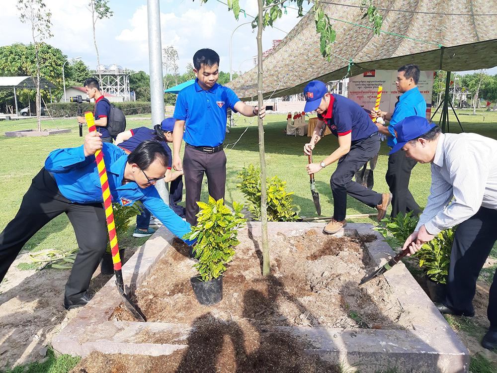 Sôi nổi Ngày hội giao lưu các nhà báo trẻ, thanh niên, sinh viên Việt Nam – Campuchia