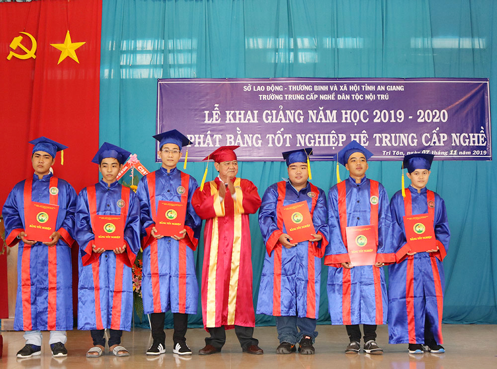 Trường Trung cấp Nghề dân tộc nội trú An Giang khai giảng năm học 2019-2020