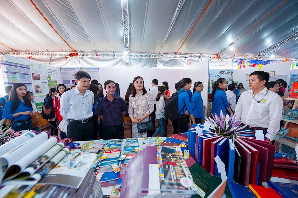 Khai mạc triển lãm thành tựu 20 năm xây dựng và phát triển Trường Đại học An Giang