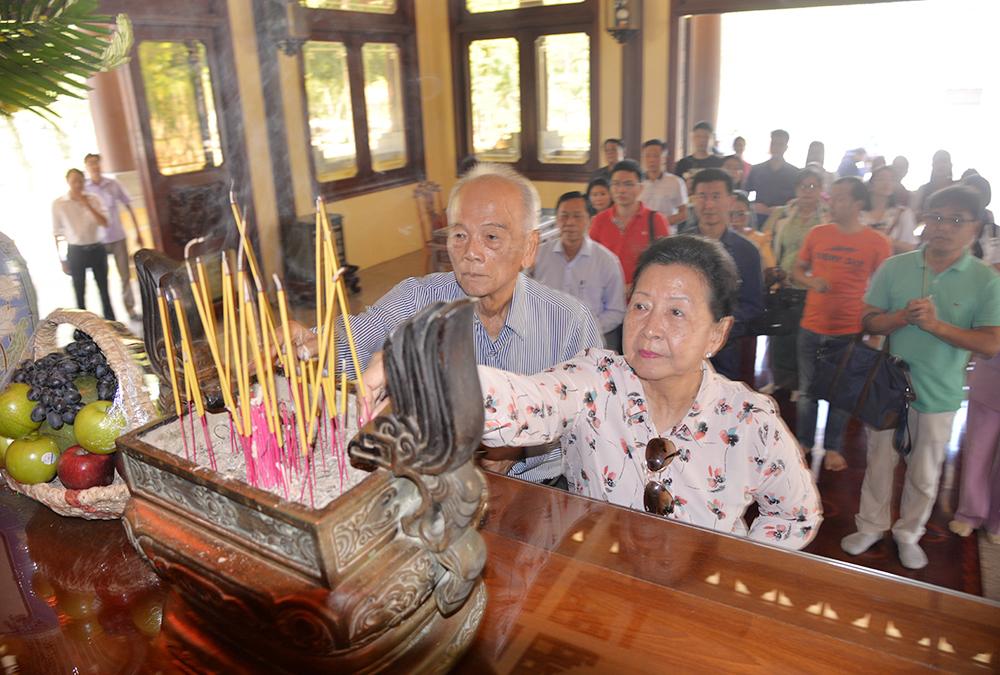 Bộ Văn hóa và Nghệ thuật Campuchia viếng, dâng hoa, dâng hương Đền thờ Chủ tịch Tôn Đức Thắng