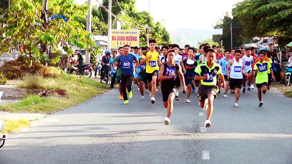 Nhiều hoạt động kỷ niệm 29 năm Ngày truyền thống huyện Tịnh Biên Anh hùng