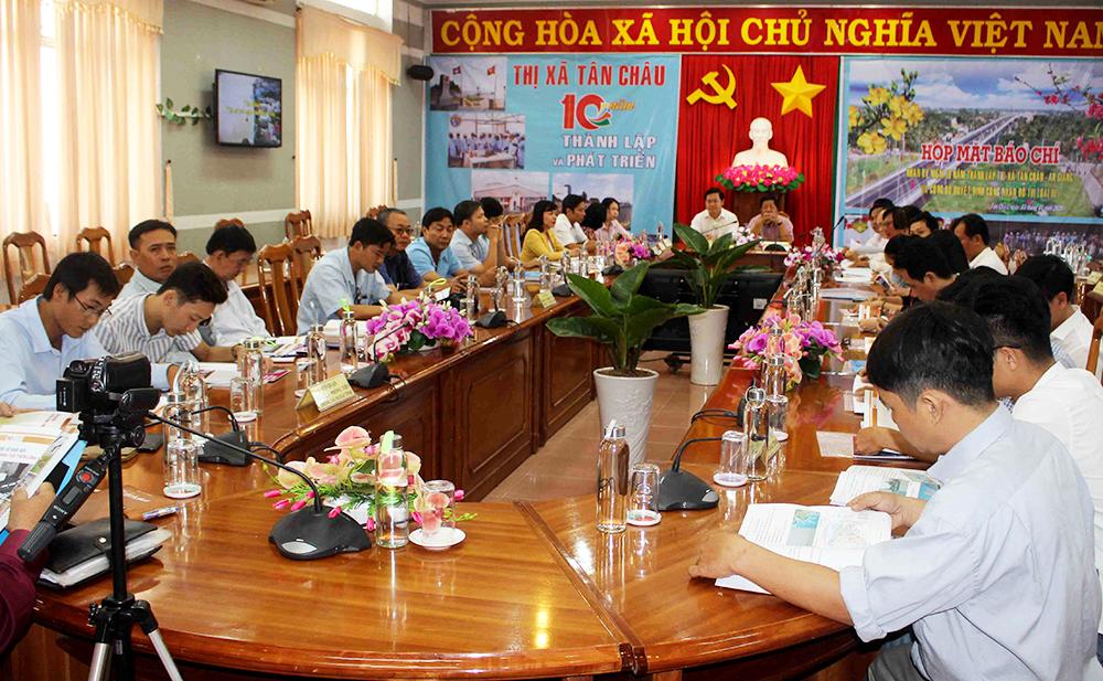 TX. Tân Châu Họp mặt báo chí nhân kỷ niệm 10 năm thành lập