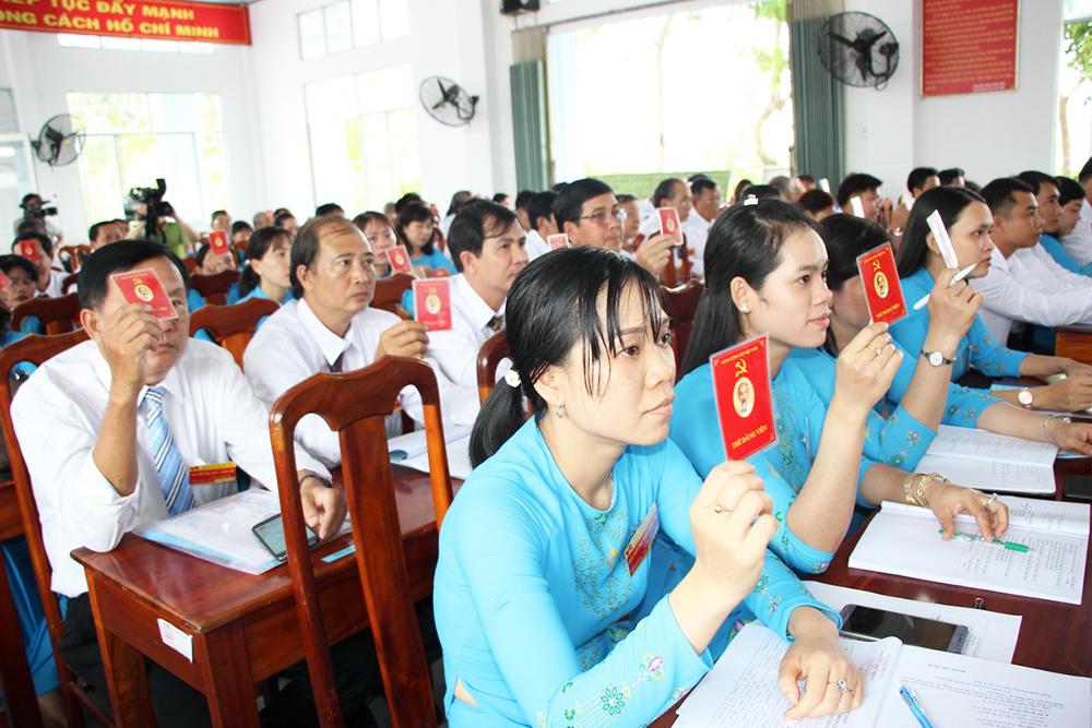 15 đồng chí tham gia Ban Chấp hành Đảng bộ TT. Mỹ Luông