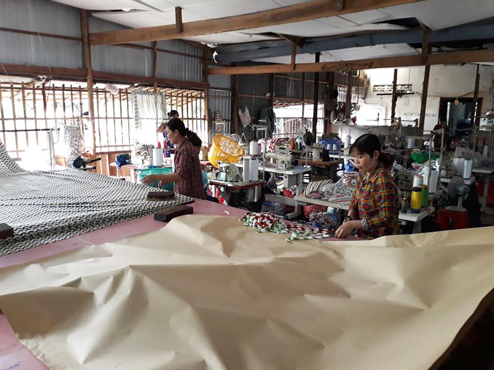 Chợ Mới: Nhiều tổ may khẩu trang vải phát miễn phí