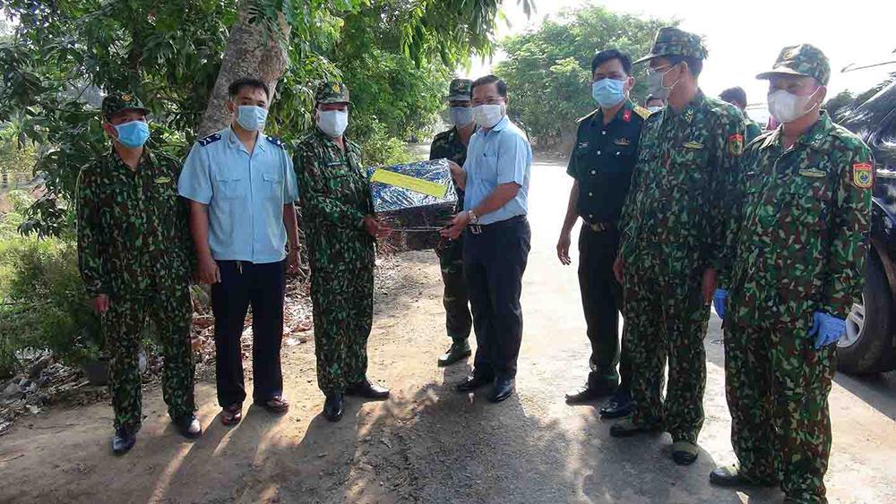 Thăm các đơn vị làm nhiệm vụ phòng, chống dịch bệnh Covid- 19 trên tuyến biên giới