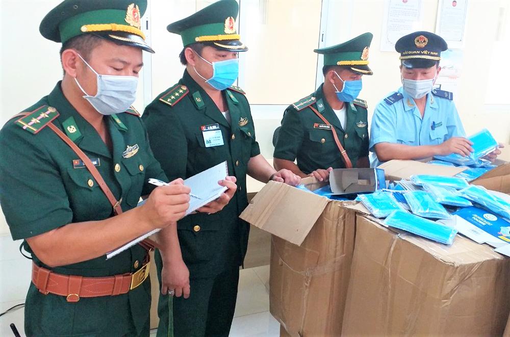 Hoàn tất chuyển giao gần 230.000 khẩu trang y tế phục vụ phòng, chống dịch Covid-19