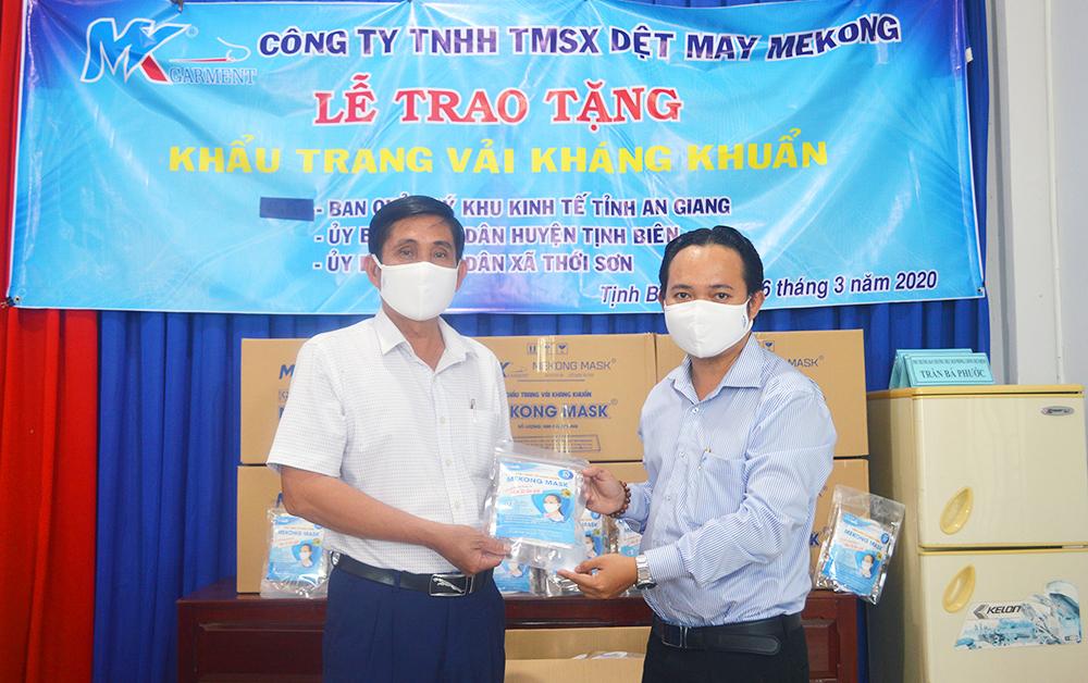 Tặng 4.500 khẩu trang kháng khuẩn góp phần phòng, chống dịch Covid-19