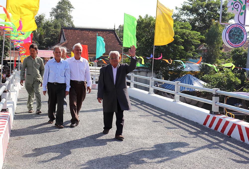 Phú Tân thực hiện nhiều công trình chào mừng Đại hội Đảng bộ các cấp