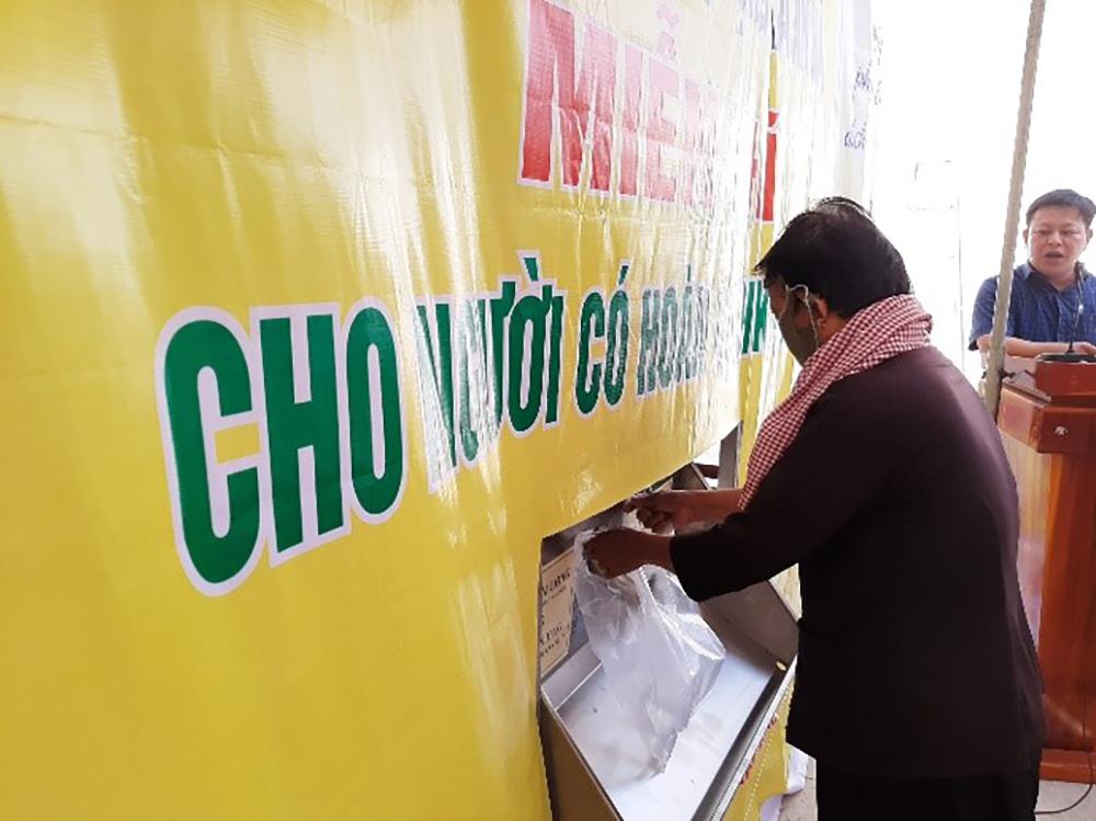"""Khai trương """"ATM gạo"""" đầu tiên ở Tịnh Biên"""
