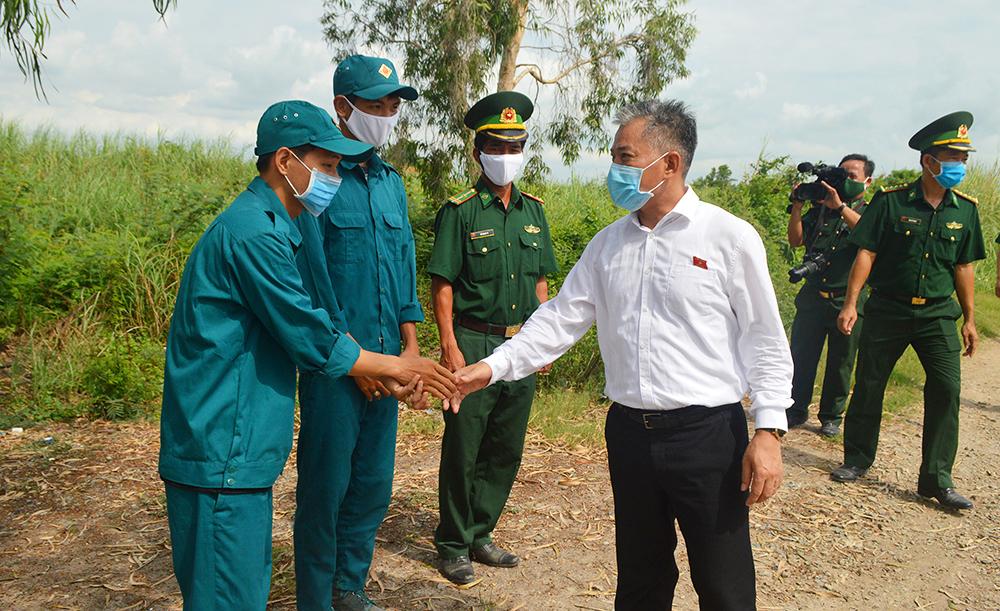Thăm các chốt phòng, chống dịch Covid-19 trên tuyến biên giới TP. Châu Đốc