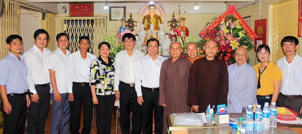 Bí thư Thành ủy, Chủ tịch UBND TP. Long Xuyên Phạm Thành Thái thăm, chúc mừng Đại lễ Phật đản