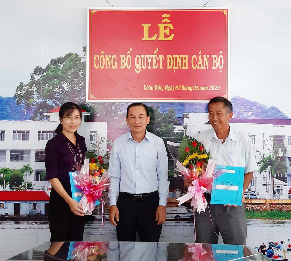 UBND TP. Châu Đốc trao quyết định bổ nhiệm cán bộ