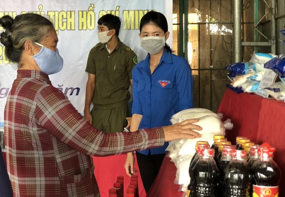 Hội Liên hiệp Thanh niên Việt Nam huyện Phú Tân thực hiện chuỗi hoạt động an sinh xã hội