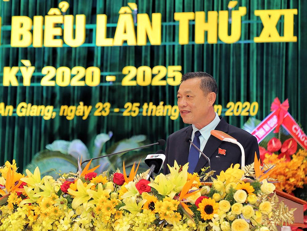 Phó Bí thư Thường trực Tỉnh ủy Võ Anh Kiệt thông qua chương trình đại hội, Quy chế làm việc của đại hội