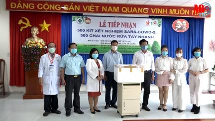 Bệnh viện Đa khoa trung tâm An Giang tiếp nhận 500 bộ kit xét nghiệm Covid-19
